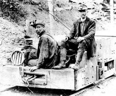 Miners at Blue Diamond Mines, Hazard, KY. 1922.