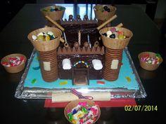 Gâteau en forme de château-fort   …dans ma cuisine rouge il y a…