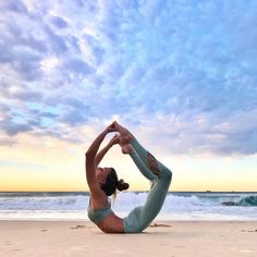 Sjana Earp is featured in the Sunny Strappy Bra and Entwine Legging #aloyoga #beagoddess