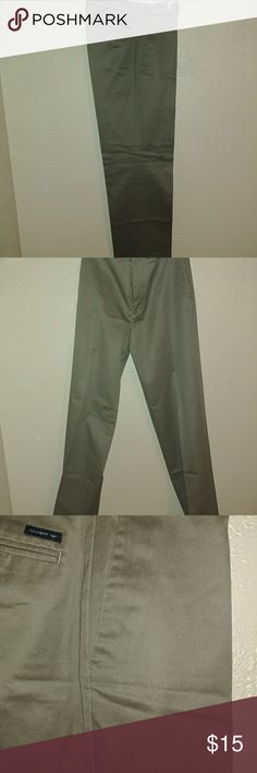 Men's Dockers Slacks Khaki Green-ish Grey business or casual Slacks. The slacks are a D3 classic fit 32x34. The pants have a crese and 2 front pockets and 2 back pockets. Pants are 100% cotton. Dockers Pants Chinos & Khakis