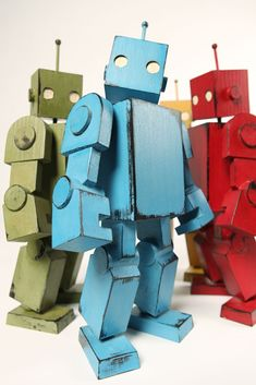 Would LOVE to try making one of these -----> Mike Rivamonte: R! Wood Robot #Robots