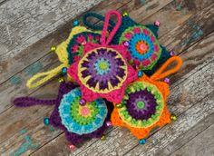 Free crochet star decoration - ornament. Pattern: http://attic24.typepad.com/weblog/star-decoration.html