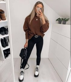 Best Minimalist Fashion Part 3 Winter Boots Outfits, Winter Fashion Outfits, Fall Outfits, Dr Martens Outfit, Look Street Style, Mode Outfits, Cute Casual Outfits, Look Cool, Fashion Models