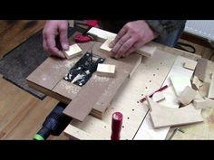 Jigsaw becomes a table saw Woodworking Jigsaw, Woodworking Tips, Table Saw, A Table, Cross Cut Sled, Jigsaw Table, Circular Saw, Wall Racks, Wood Wall