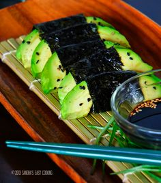 Avocado Wrapped with Nori {Seaweed}. Simple and healthy snack Avocado wrapped with Nori {Seaweed}. Sea Weed Recipes, Raw Food Recipes, Cooking Recipes, Healthy Recipes, Vegan Food, Asian Cooking, Easy Cooking, Avocado Wrap, Nori Seaweed