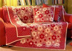 Ručně šitý patchworkový přehoz s tradičním vzorem babiččina květinová zahrádka neboli plástev medu.