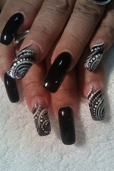 cool designs. but could neverrrr, wouldddd neverrr, get nails that long. lol