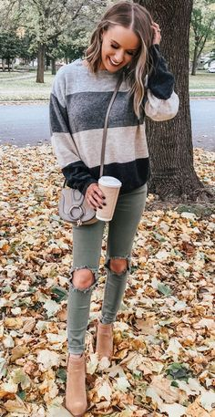 Comfy Chic Outfits for Thanksgiving Can you believe it's almost Thanksgiving? I've rounded up over 10 comfy & chic Thanksgiving outfits that you're sure to wear long after Turkey Day! Office Outfits Women Casual, Simple Casual Outfits, Casual Dresses For Women, Stylish Outfits, Clothes For Women, Winter Clothes, Dress Outfits, Fall Outfits, Maxi Dresses