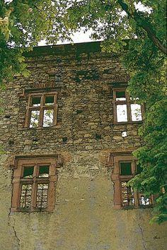 'Bannturm-Ruine Schlossanlage Heusenstamm' von Dirk h. Wendt bei artflakes.com als Poster oder Kunstdruck $18.03