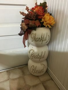 Stacked plastic pumpkins with vinyl – MeinesTube - Thanksgiving Decorations Diy Dollar Tree Fall, Dollar Tree Crafts, Plastic Pumpkins, Fall Projects, Fall Home Decor, Front Porch Fall Decor, Thanksgiving Crafts, Porch Decorating, Fall Halloween