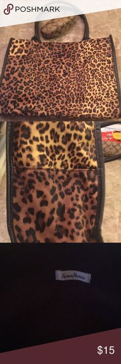 Neiman Marcus tote Adorable animal print tote bag with two side pockets from neiman Marcus 12' high 15' wide 6' deep 20' total length handle Neiman Marcus Bags