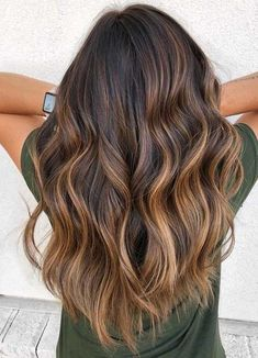 We've featured our most sophisticated balayage caramel hair colors here . - New Site # Balayage # Caramel # Introduction Blonde Balayage Highlights, Brown Hair Balayage, Brown Hair With Highlights, Hair Color Balayage, Caramel Highlights, Ombre Hair Color, Brown Hair Colors, Hair Colours, Caramel Ombre Hair