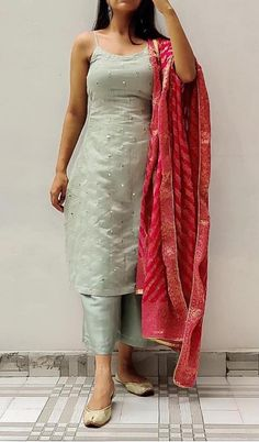Casual Indian Fashion, Indian Fashion Dresses, Indian Bridal Outfits, Dress Indian Style, Indian Designer Outfits, Stylish Dresses For Girls, Stylish Dress Designs, Designer Party Wear Dresses, Kurti Designs Party Wear