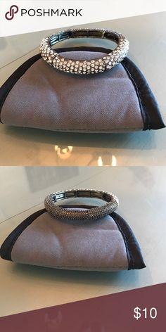 Faux diamond expandable bracelet. EUC. Jewelry Bracelets