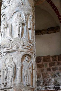 Kolumna z personifikacją przywar w kościele Świętej Trójcy i Najświętszej Marii Panny; Strzelno