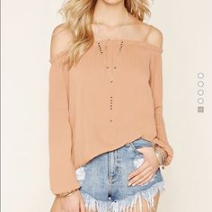 Ruffled open shoulder top Super sexy! Can wear as the model is wearing above or can wear jeans and heels. Color: mauve size: small. Check the info and size above. No flaws. 100% trendy right now Forever 21 Tops Blouses
