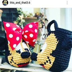 . #crochet #croche #handmade #cesto #fiodemalha #feitocomamor #feitoamao #trapilho #totora #knit #knitting #mickey #minnie #bolsadaminnie Por @this_and_that3.6