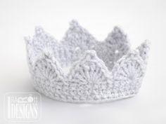 Best Ideas For Crochet Baby Crown Pattern Girls Baby Girl Crochet, Newborn Crochet, Crochet Baby Hats, Crochet For Kids, Crochet Headbands, Free Crochet, Crochet Princess Hat, Booties Crochet, Crochet Baby Clothes