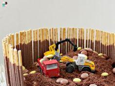 Excavator cake idea – foolproof – Metterschling and moles - Kuchen Ideen Excavator Cake, Construction Party, Food Humor, Cute Food, Food Design, Boy Birthday, Kids Meals, Cake Decorating, Fondant