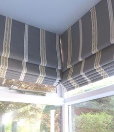 Meeting of 2 roman blinds. Window treatments for glass rooms #cornerblinds #romanblindpelmet #zoeglencross