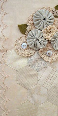 Love Hexagons - hexies, yo-yo's & crochet! In pastels! Beautiful!!