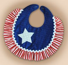 some holiday bibs Sewing Projects For Kids, Sewing For Kids, Sewing Crafts, Sewing Ideas, Diy Baby Gifts, Baby Crafts, Burp Rags, Burp Cloths, Baby Bibs Patterns