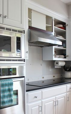 Kitchen Makeover Progress: We have paint! (Confessions of a Serial Do-it-Yourselfer) Diy Kitchen Cabinets, Old Kitchen, Painting Kitchen Cabinets, Kitchen Decor, Furniture Projects, Home Projects, Diy Furniture, Fixer Upper, Kitchen Island Makeover