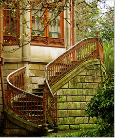 Curved outdoor stairway