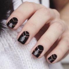 """25 schwarze Nageldesigns für eine elegante oder """"edgy"""" Maniküre"""