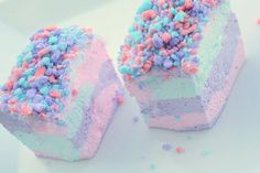 Cotton Candy Cake! this is really cute if I were to cut it up into squares on a gold plate or something c: