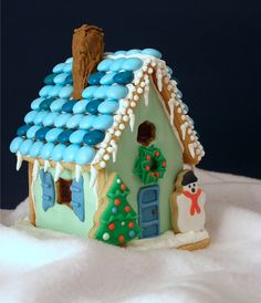 Christmas Cookie Cottage by kellbakes for Baking911, via Flickr