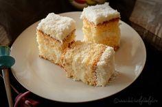 prajitura cu blat de cocos si crema de lamaie Krispie Treats, Rice Krispies, Coco, Cornbread, Vanilla Cake, Deserts, Lemon, Snacks, Cookies