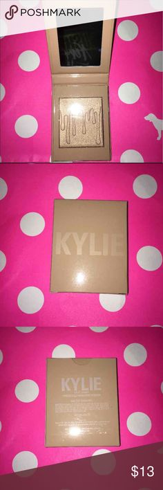 ✨SALTED CARAMEL✨KYLIGHTER ✨ BEST PRICE NOBODY BEATS IT✨ ♥️✨I BUY MY MAKEUP FROM WHOLESALERS IN L.A CLAIMING ONLY SELLING AUTHENTIC MAKEUP,SO YOU BUY ON YOUR OWN RISK✨ HONESTY IS WHAT I PREFER WITH MY BUYER BABES ♥️ I SHIP WITHIN 2️⃣4️⃣HRS  ALL PRODUCTS ARE  ORIGINAL , BRAND NEW & SEALED ♥️ PRODUCTS ARE LONG LAST AND PIGMENTED  BUY NOW PRODUCTS SELL OUT FAST Kylie Cosmetics Makeup Luminizer