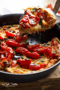 Garlic infused, Caprese Frittata with pan fried, juicy tomato and fresh basil flavors. Breakfast, brunch, lunch or dinner! Easy to make and low carb/cal! Weight Watchers Smart Points: 3 per serve (out of 8 slices) Low Carb Recipes, Cooking Recipes, Healthy Recipes, Bacon Recipes, Ketogenic Recipes, Easy Recipes, Frittata Recipes, Spinach Frittata, Baby Spinach