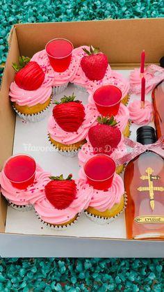Birthday Cupcakes For Women, Custom Birthday Cakes, 21st Birthday Cakes, Cupcake Ideas Birthday, 25th Birthday Ideas For Her, Alcohol Birthday Cake, Alcohol Cake, Beautiful Birthday Cakes, Baking Business