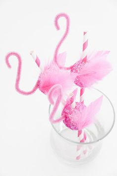 Fun way to serve drinks at your next dinner party. DIY flamingo straws {fete gazette}