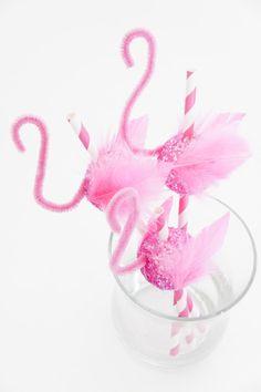 Fun way to serve drinks at your next dinner party. DIY flamingo straws {fete gazette}