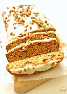 Niskowęglowodanowe (bezglutenowe, bez mąki) ciasto marchewkowe z dodatkiem migdałów i kokosa. Pyszne, mokre. Ciasto fit!