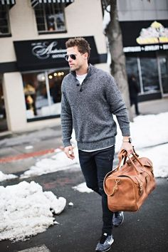 GREY SWEATER (SIMILAR HERE) | BLACK SLIM JEAN | SNEAKERS | WATCH | BROWN LEATHER DUFFLE BAG | I've been looking for a nice leather bag for weekend trips and just got this sweet vintage duffle…