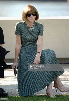 Vogue Editor in Chief Anna Wintour attends the Kanye West Yeezy Season 4 fashion… 50 Fashion, Fashion Editor, Fashion Dresses, Womens Fashion, Vogue Editor In Chief, Anna Wintour Style, Love Her Style, Business Outfits, Madame