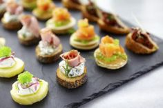 Appetizers, petits fours and canapés: our best recipes for a party aperitif - Trend Appetizer Fine Dining 2019 Easy To Make Appetizers, Best Appetizers, Appetizer Recipes, Sandwich Recipes, Catering, Snacks Sains, Party Sandwiches, Fast Food, Snacks Für Party