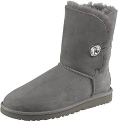 Boots von UGG Australia @ ABOUT YOU http://www.aboutyou.de/p/ugg-australia/ugg-australia-stiefel-bailey-button-bling-1425793?utm_source=pinterest&utm_medium=social&utm_term=AY-pin&utm_content=Winter-Board&utm_campaign=2015-01-KW-3