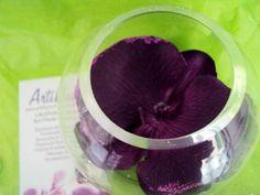 VASE BOULE et son ORCHIDEE violette paillettes fleur artificielle