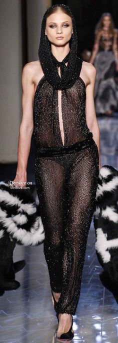Versace Spring 2014 Couture - Runway Photos - Fashion Week - Runway, Fashion Shows and Collections - Vogue Fashion Week, Runway Fashion, High Fashion, Fashion Show, Fashion Design, Review Fashion, Paris Fashion, Womens Fashion, Donatella Versace