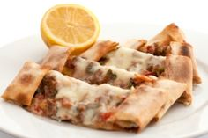 Breakfast pizza wrap on Dr. I don't have to give up pizza! Just eat it for Breakfast, he says we should eat in reverse, big meal in morning. Breakfast Wraps, Breakfast Pizza, Breakfast Dishes, Breakfast Time, Breakfast Recipes, Brunch Recipes, Breakfast Ideas, Tapas, Cooking Recipes