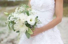 Sweet Violet Bride - http://sweetvioletbride.com/2013/07/wedding-flower-inspiration-lisianthus/