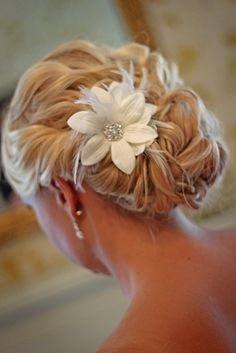 Custom Handmade Hair Clip Pin White Flower Feather Wedding Shabby Chic Rustic Decorations Bride Bridesmaid Accessories Gift pretty rolled side and curly back… not sure my hair is long enough for this and or how it would look from the front… Up Hairstyles, Pretty Hairstyles, Wedding Hairstyles, Wedding Updo, Bridal Updo, Hairstyle Ideas, Wedding Songs, Bridal Rings, Hairdos