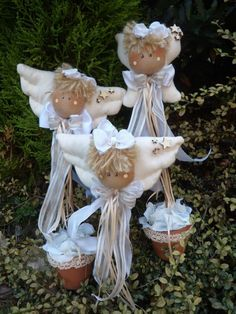 Design Inspiration - Angels - You can see all the elements of these lovely creatures. Christmas Angels, All Things Christmas, Christmas Holidays, Christmas Crafts, Christmas Decorations, Christmas Ornaments, Paper Angel, Felt Angel, Felt Crafts