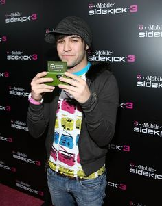 Pete Wentz and his hat at the Sidekick 3 party. | 60 Pictures That Perfectly Capture The 2000s