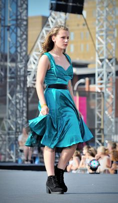 https://flic.kr/p/vSX5jZ | Very Catwalk Model | Some more shots taken at Liverpool's Very Big Catwalk at the Pier Head where Liverpool broke the World Catwalk Record which now stands at 3615